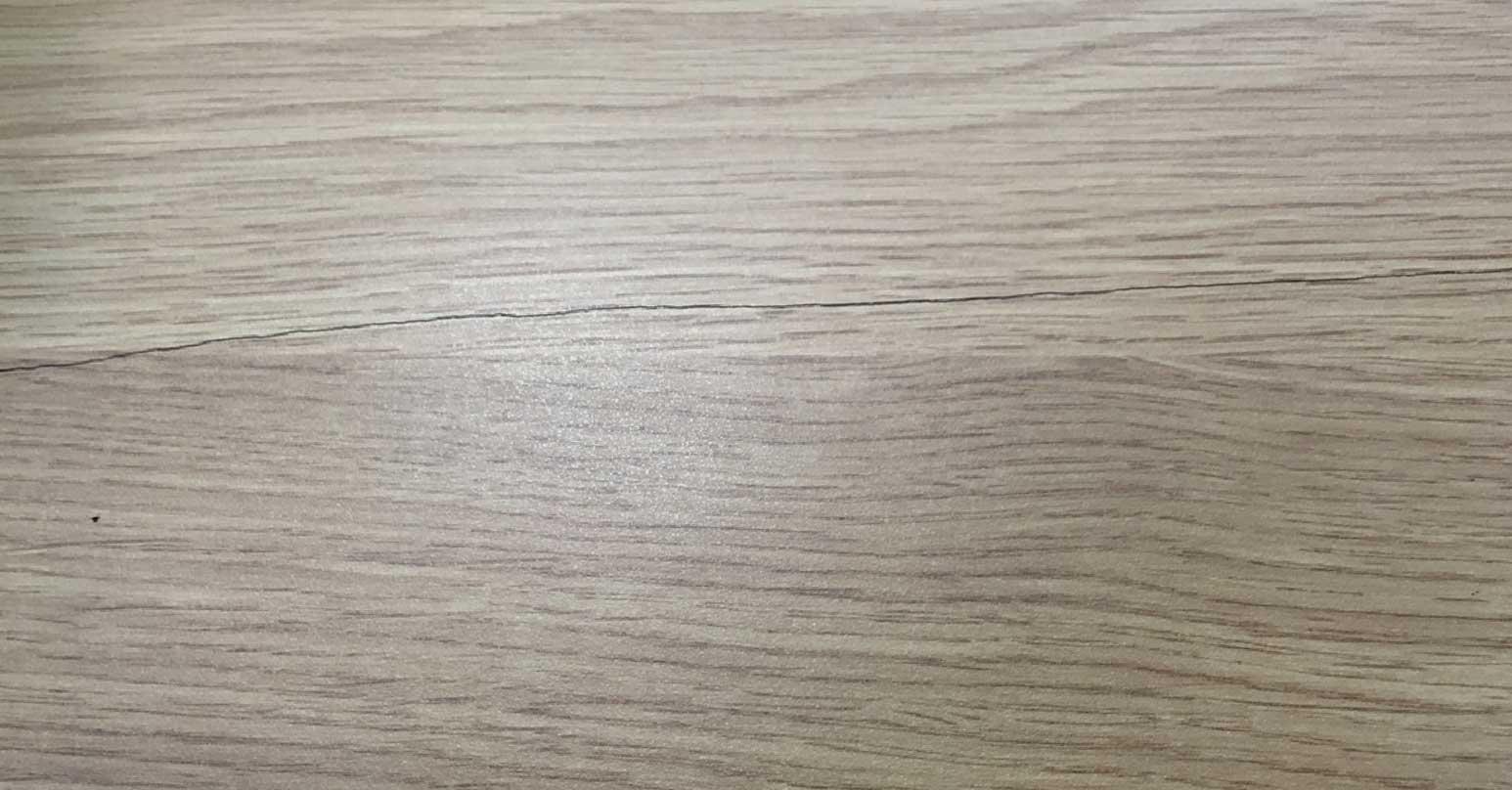 Cracked wooden worktop - Before repair