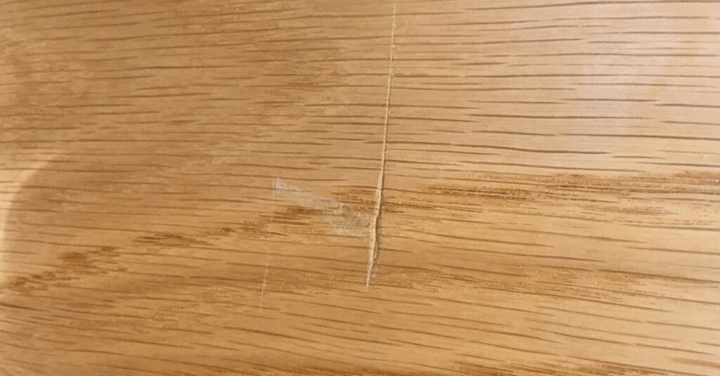 Scratched wood - Before repair
