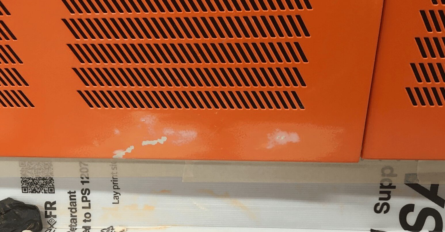 Worn powder door - Before repair